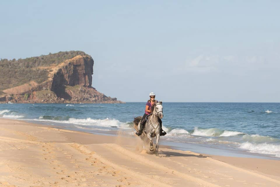 Australia-beach-horse-riding-along-pacific