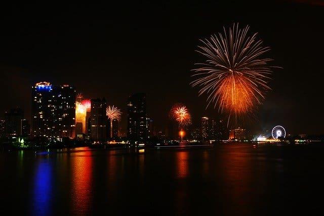 Bangkok-new-year-fireworks-thailand