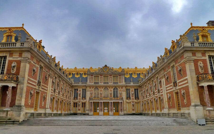 Chateau de Versailles near Paris Travel Guide