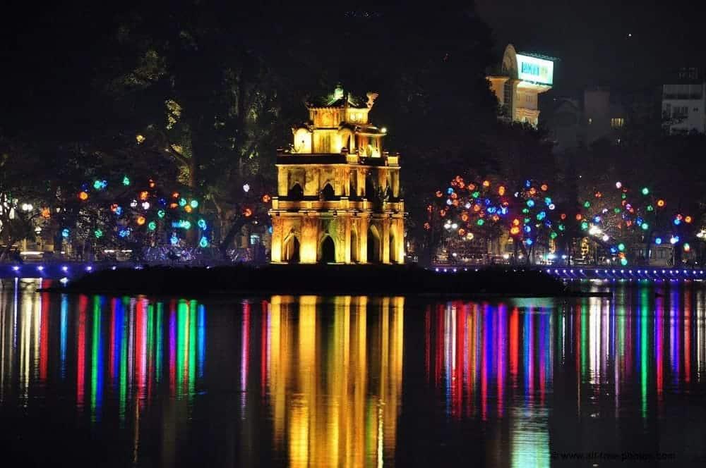Hoan-Kiem Lake, Hanoi, Vietnam