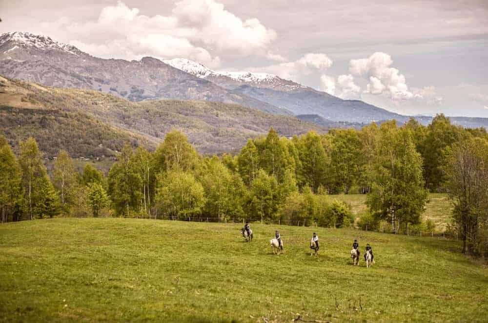 Horse riders - Patagonia Travel Guide
