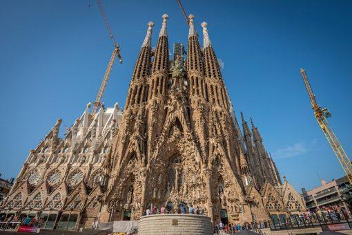 La-sagrada-familia-basilica-barcelona-spain