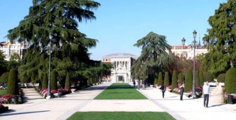 Parque-de-ElRetiro-madrid-spain travel cheap in Spain