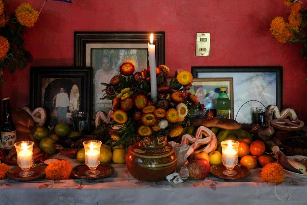 altar or ofrenda day of the dead