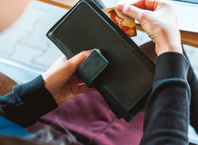 card-wallet-refund travel cheap in Spain
