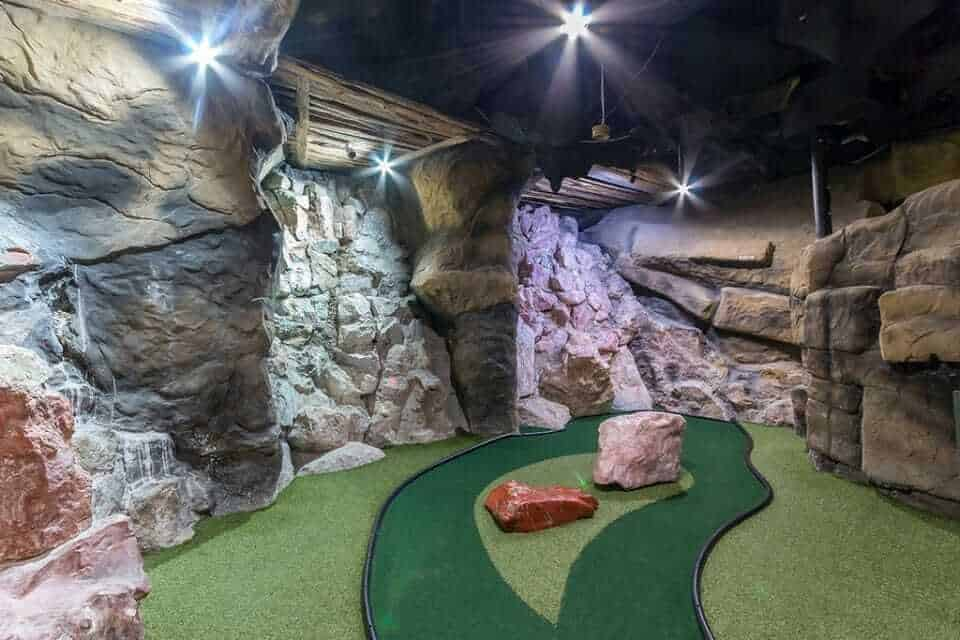 Scratch Patch mineral world and Cave golf, Cape Town, South Africa
