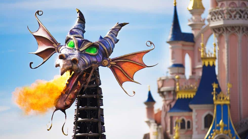 disney-stars-on-parade-dragon-disneyland-paris