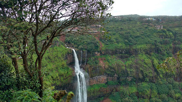 panchgani-waterfall-Maharashtra-India