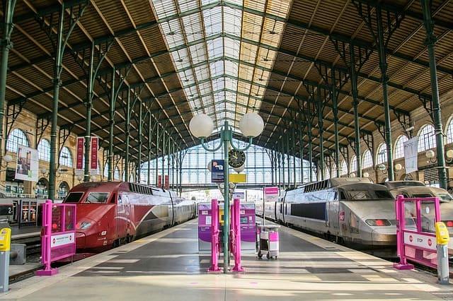 trains-public-transportation-Paris travel cheap in France